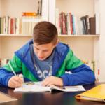 Kindern Bei Den Hausaufgaben Helfen